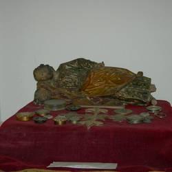 La estatuita que se encuentra en el Colegio Máximo de San Miguel, igual a la que se encuentra en el Vaticano