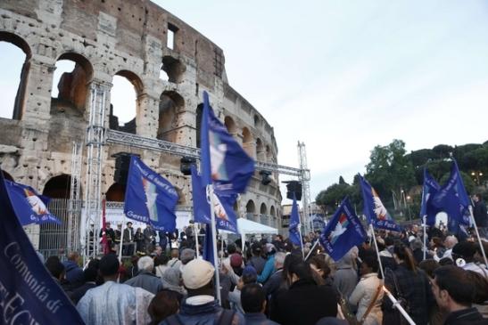 Sant'Egidio - al Colosseo per dire no alla violenza sui cristiani1